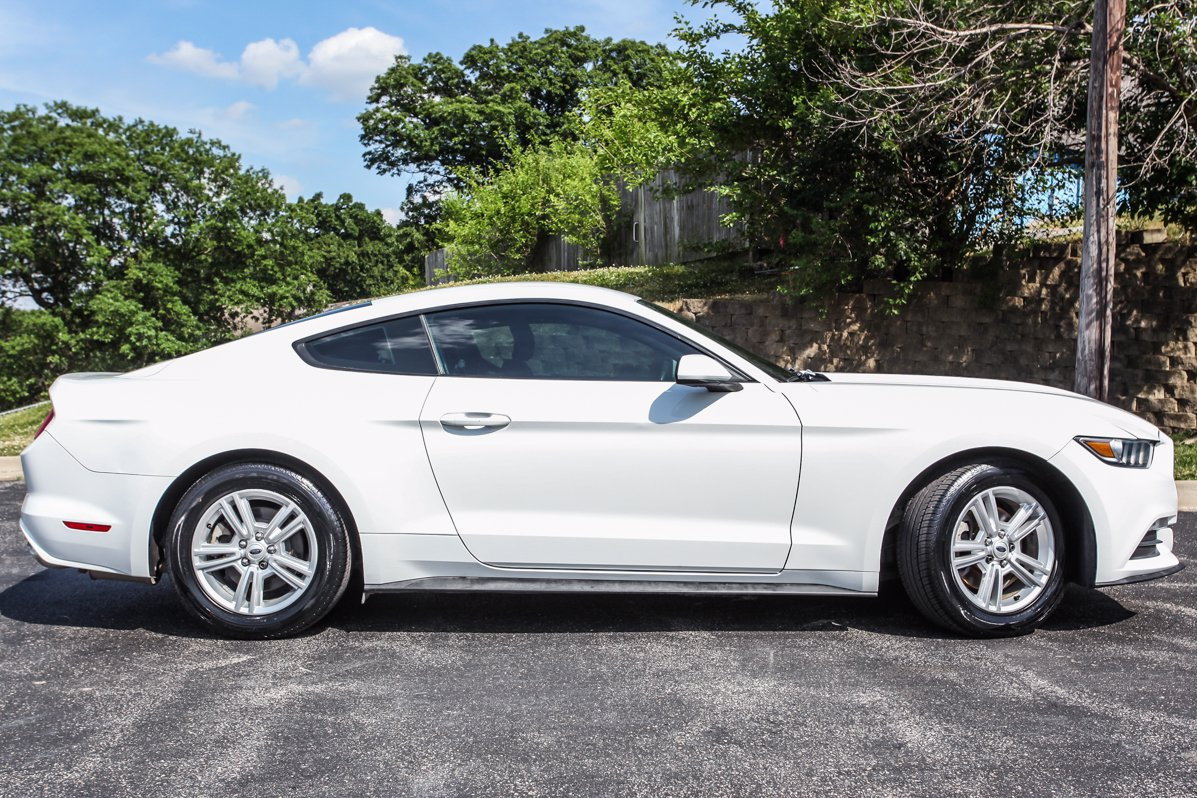 Certified Pre-Owned 2015 Ford Mustang V6