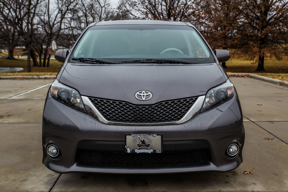 Certified Pre-Owned 2012 Toyota Sienna SE